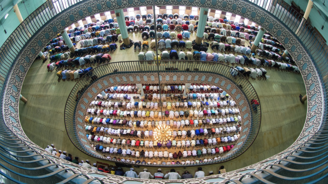 Baitul Mukarram Mosque, Dhaka, Bangladesh. Worshipers are praying inside