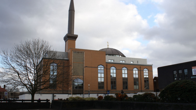 Harrow Central Mosque, UK. Author: Robert Cutts from Bristol, England, UK. attribution: This file is licensed under the Creative Commons Attribution 2.0 Generic license.